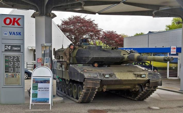 Tank na bencinski postaji v  - Avstraliji