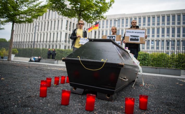 Protest s truglo - proti deportacijam beguncev, Nemčija /Jamal Nasser si je takoj po deportaciji v Afganistanu vzel življenje Vir: Pixell