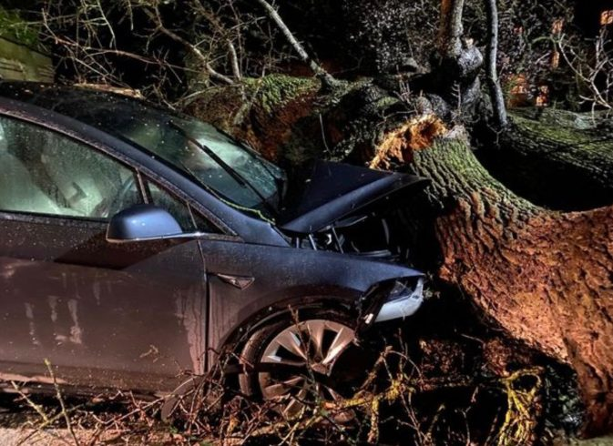 Tesla Model X - nesreča