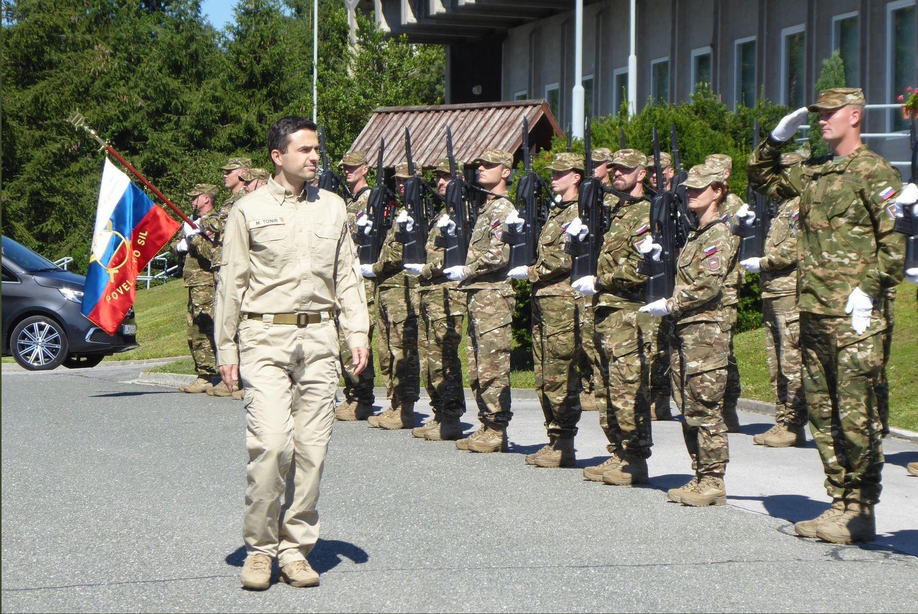 Tonin, uniforma in postroj. Vir: Twitter