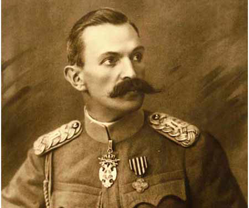 Rudolf Maister-Vojanov [rúdolf máister-vojánov], slovenski pesnik, general, borec za severno mejo, * 29. marec 1874, Kamnik, † 26. julij 1934, Unec pri Rakeku.