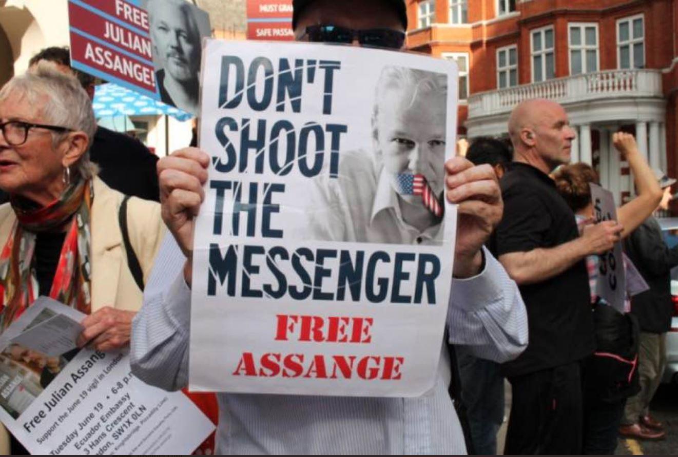 Protesti za izpustitev Assangea na prostost. Vir: Twitter