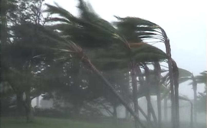 Orkan je že dosegel obalo. Vir: You Tube