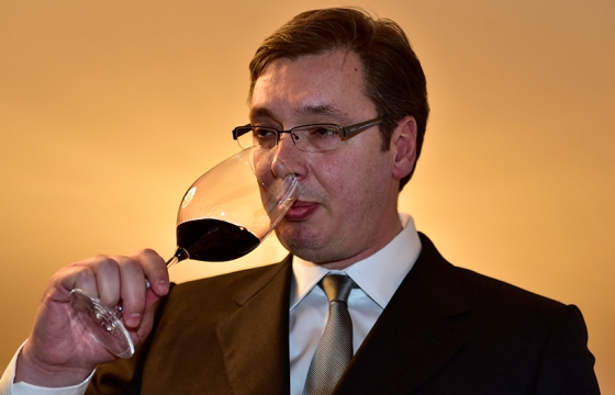 Aleksandar Vučić med degustacijo vina  Vir:Twitter