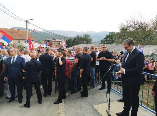 Aleksander Vučić in kosovski Srbi Vir:Tanjug